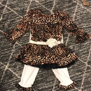 Gently used leopard outfit. Great for the holidays